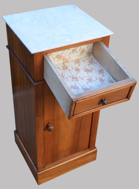 chevet ancien en merisier et plateau en marbre blanc. Black Bedroom Furniture Sets. Home Design Ideas