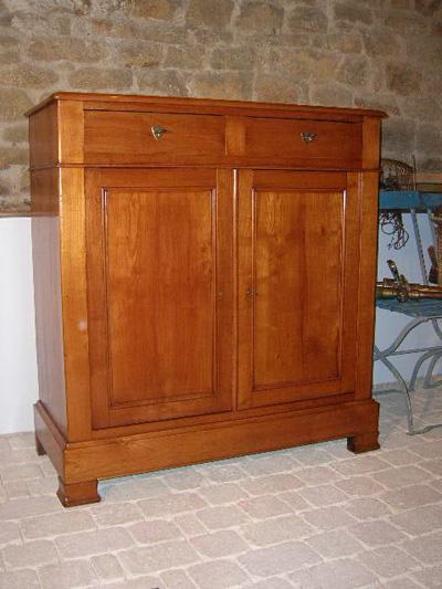 petit buffet etroit merisier de style louis philippe. Black Bedroom Furniture Sets. Home Design Ideas