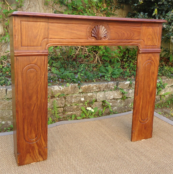 Tr s belle devanture de chemin e en bois naturel avec - Cheminee en bois decorative ...