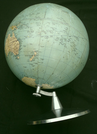Globe terrestre d 39 cole primaire avec cartographie taride - Globe terrestre en carton ...