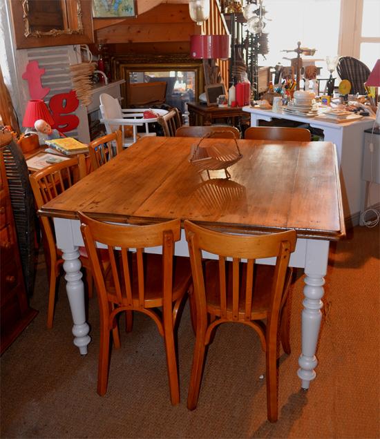 grande table carr e plateau en chataignier clair. Black Bedroom Furniture Sets. Home Design Ideas