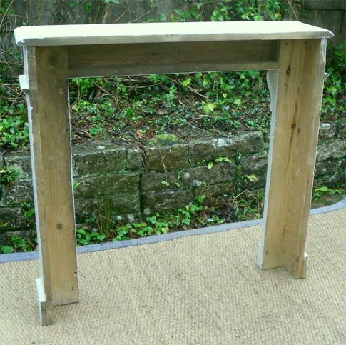 petit encadrement de chemin e ancien en bois peint. Black Bedroom Furniture Sets. Home Design Ideas
