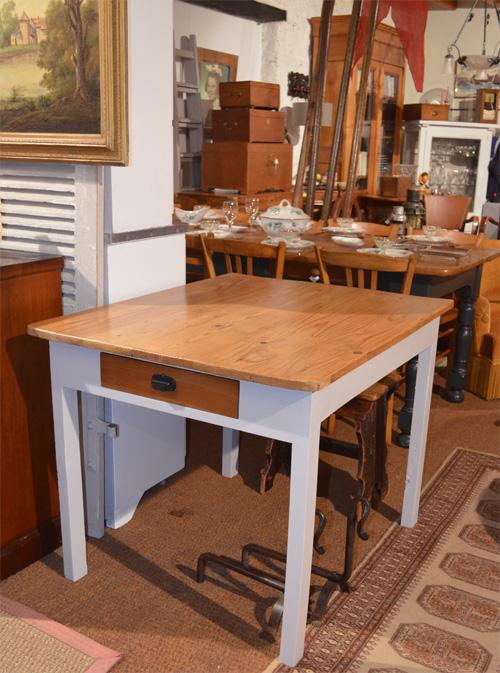 petite table bureau d 39 appoint. Black Bedroom Furniture Sets. Home Design Ideas