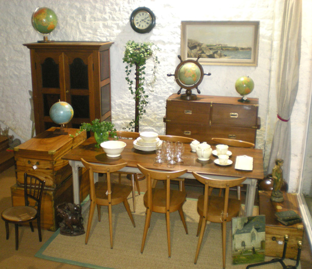 viitrines 2009 commerce pont l 39 abb meubles anciens et contemporains pont l 39 abb 29. Black Bedroom Furniture Sets. Home Design Ideas